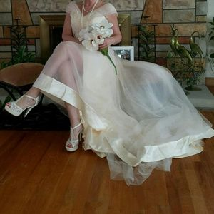 Ivory/Cream Wedding/Prom Gown